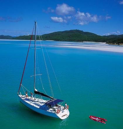 Yacht-Whitehaven-Beach-420x0